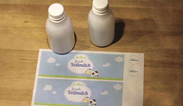 milchflaschen_gedruckte_etiketten